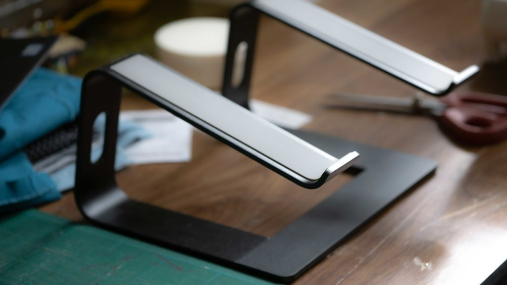 The Best Laptop Stand for the Dell XPS 13